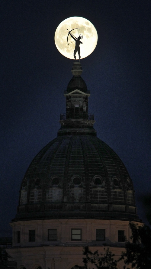 Full Moon/Capital